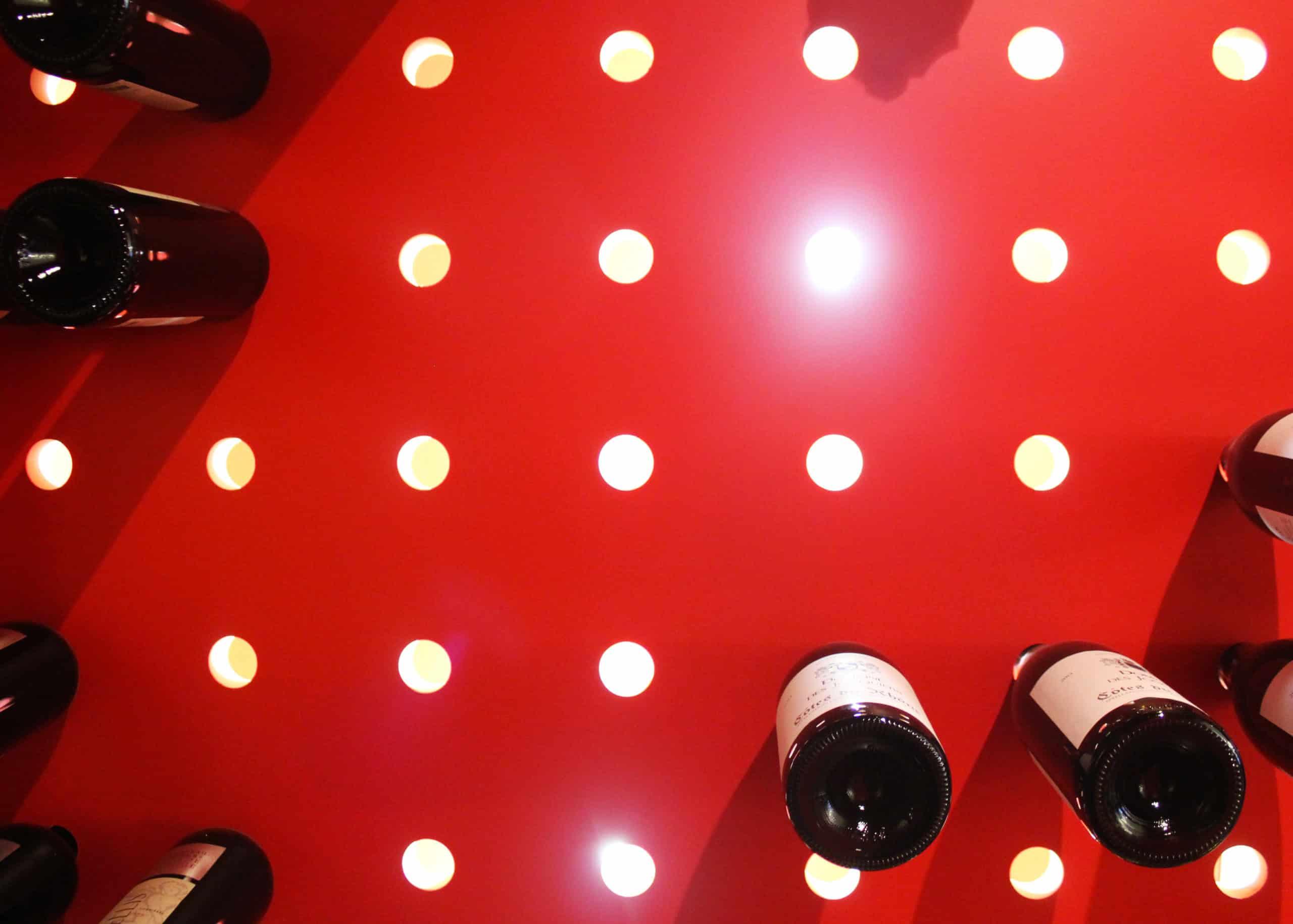 restaurant-le-carre-rouge-cave-vin-eclairee-09